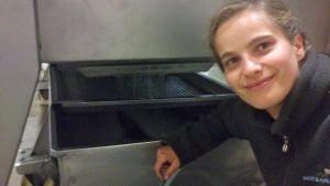 Mathilde lors du pressurage