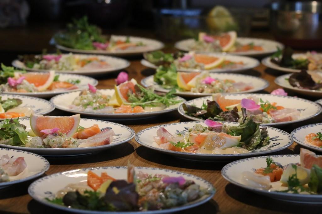 Apéro gourmand 20015 Sashimis et tartare de poissons : noix de St Jacques daurade royale et saumon,