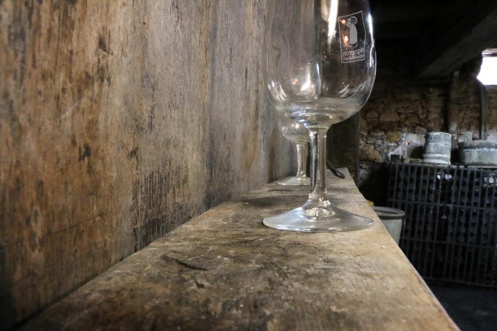 On déguste les vins régulièrement au cours de la fermentation